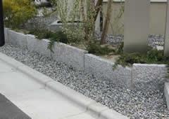 エクステリア建材「天然御影石 5面ノミきり平板 」の施工事例04