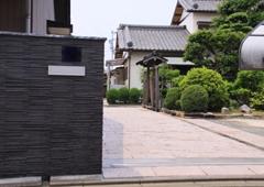 エクステリア建材「天然御影石 5面ノミきり平板 」の施工事例01